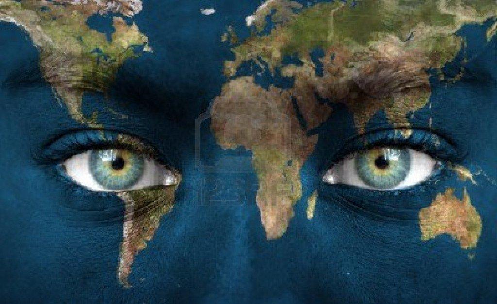 Ma'l Planète  dans J'aime pas 14256206-le-visage-humain-peint-avec-la-planete-terre