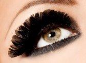 8189761-gros-plan-des-beaux-yeux-womanish
