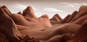 les-corps-dhommes-et-de-femmes-metamorphoses-en-13-paysages-desertiques1